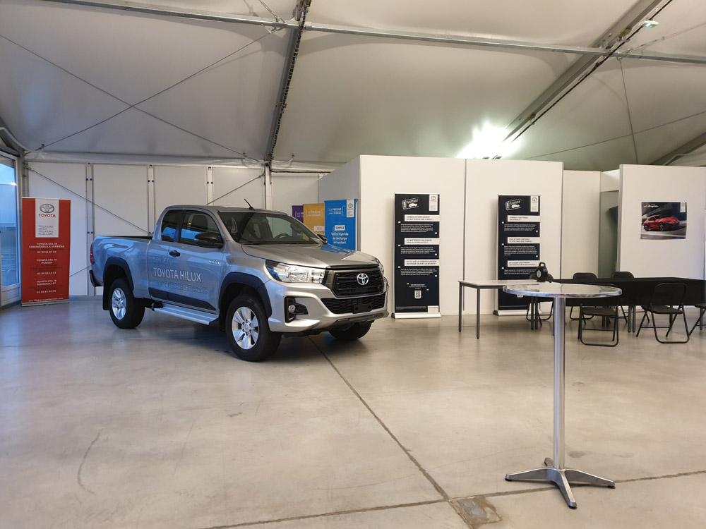 Exposition du pick-up Hilux de Toyota